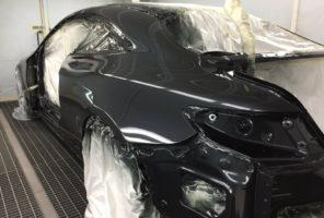 Applicazione secondo strato trasparente in verniciatura Mercedes Classe S