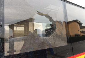 Rottura vetro laterale autobus HESS