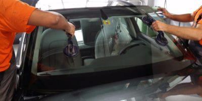 Fissaggio e posizionamento vetro parabrezza veicolo leggero