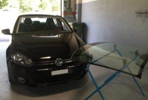 Preparazione alla sostituzione del vetro parabrezza VW Golf