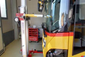 Attrezzo Big Buddy per sostituzione vetro parabrezza autobus o camion
