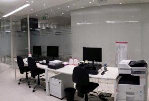 applicazione di materiale smerigliante opalino 3M su vetri interni